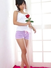 Yuzuki Hashimoto in shorts is so sexy that gets roses